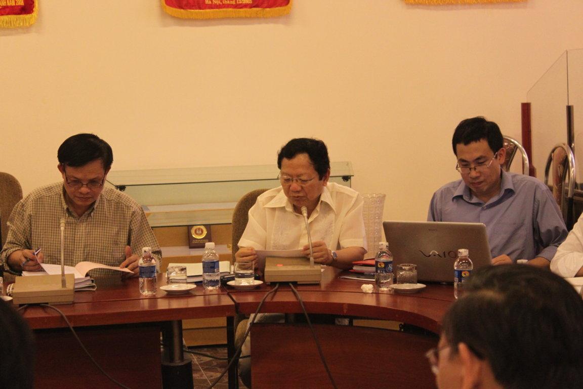 Nguyên Đại sứ Việt Nam tại Canada, Nguyễn Đức Hùng (giữa)